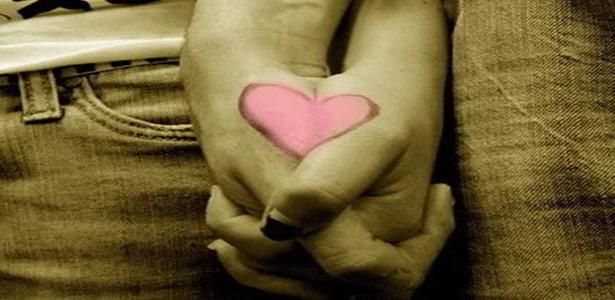 holding hands heart
